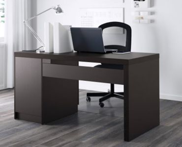 Pismenny-stol-malm-v-interjere