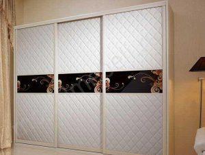 Стильные двери шкафа-купе из кожи