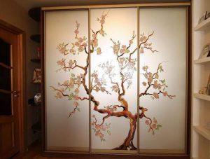 Двери шкафа купе с красивым рисунком