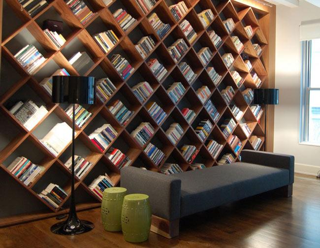 Стеллаж для книг фото в интерьере в маленькую комнату