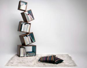 Книжная полка с отдельных сбалансированных модулей