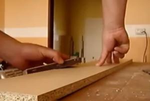Затирание острых углов наждачной бумагой