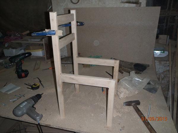 Соединяем боковины стула