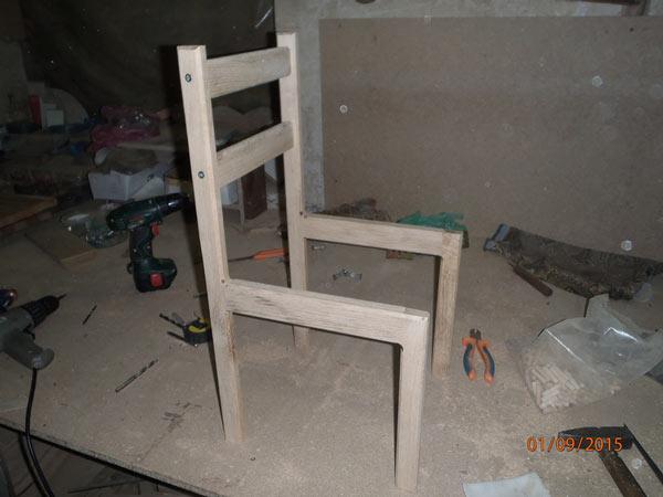 Соединяем боковины стула межу собой