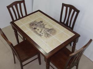 Обновление стола керамической плиткой
