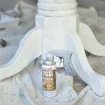 Процесс покраски круглого стола