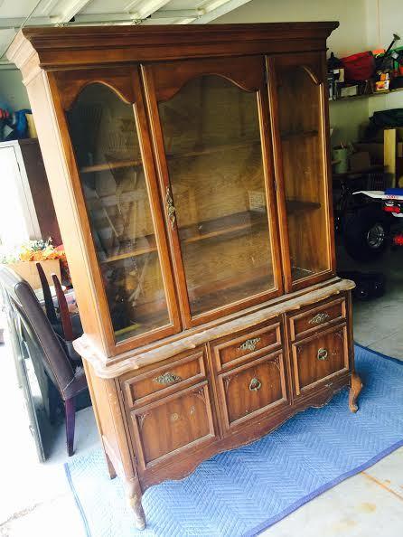 Старый деревянный шкаф