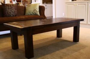 Классический деревянный журнальный столик
